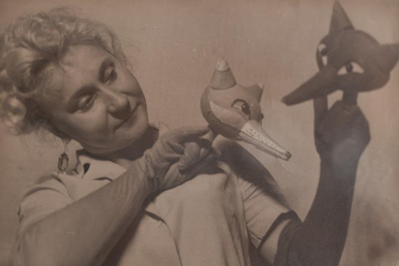 В труппу театра Елену Константиновну приняли в 1948 году