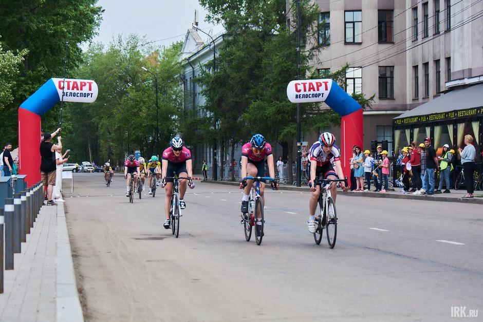 5 июня в 10:00 на бульваре Гагарина стартовала велогонка, посвященная Дню велолюбителя.