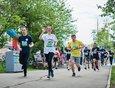 В это же время по бульвару бежали участники «Зелёного марафона».