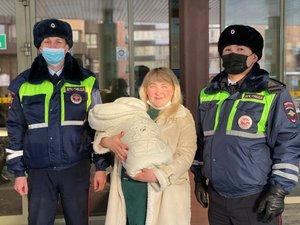 В Иркутске инспекторы ДПС оперативно доставили роженицу в перинатальный центр