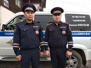 В Бодайбо сотрудники ГИБДД спасли на пожаре пять человек