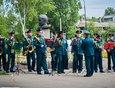 У бюста Юрия Гагарина играл духовой оркестр МЧС.