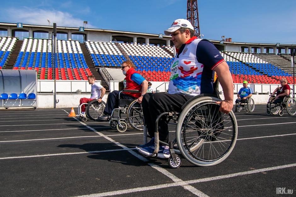 Спортсменами, открывшими Зелёный марафон, стали участники инклюзивного забега.