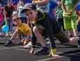 Сразу после инклюзивного забега в борьбу за медали вступили и дети в возрасте от трёх до 13 лет.
