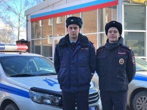 В Иркутске полицейские помогли доставить в больницу задыхающегося ребенка