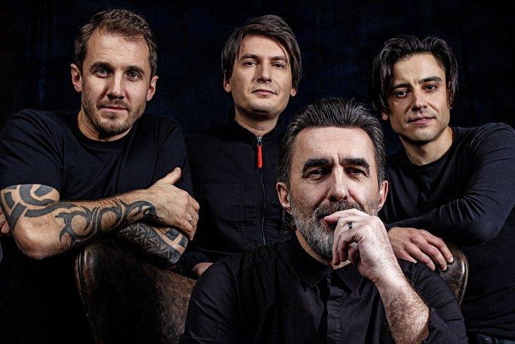 Вячеслав Бутусов с музыкантами. Фото предоставлено компанией «Премьера»