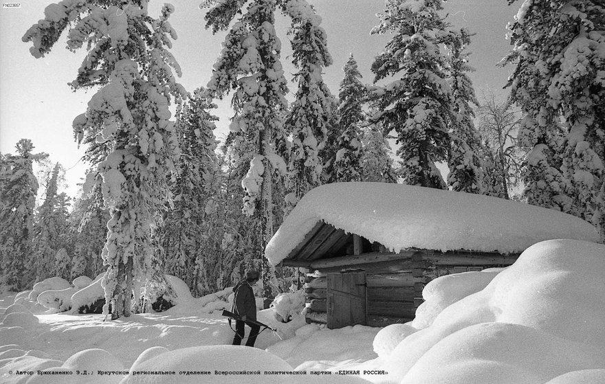Охотничье зимовье в Илимском районе. фот. Э. Д. Брюханенко.  1970.