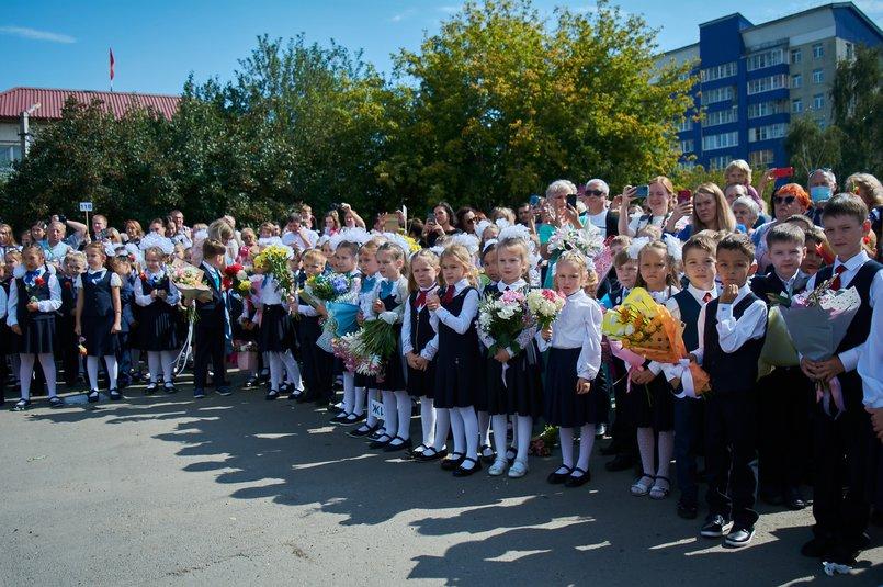 Президент России Владимир Путин поручил к 2025 году все школы перевести на односменный режим работы