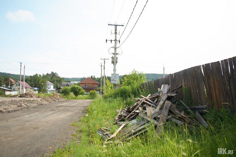 В 2000-х годах в микрорайоне не было подъездных дорог, так же как и света или воды. Люди за свой счет строили дороги и проводили электричество