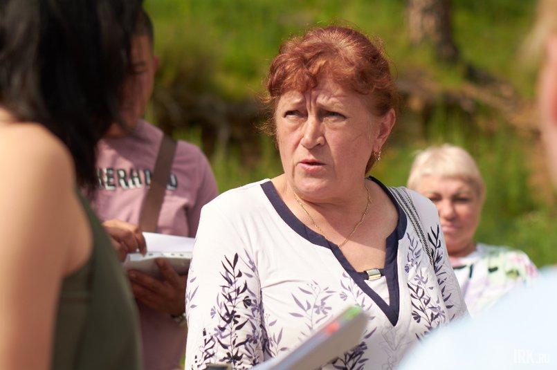 Антонина Владимировна получила участок в 2007 году, построила дом и переехала в «Лесной». А сейчас к ней ходят приставы и просят снести все постройки