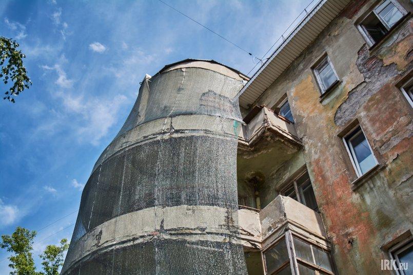 Так как балконы находятся в аварийном состоянии, жильцам запретили на них выходить