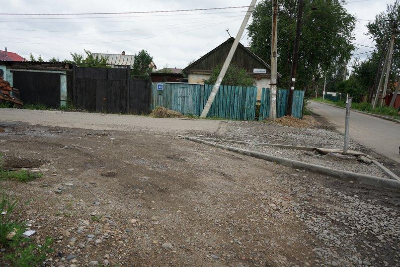 На пересечении улиц Альпийская и Красноярская