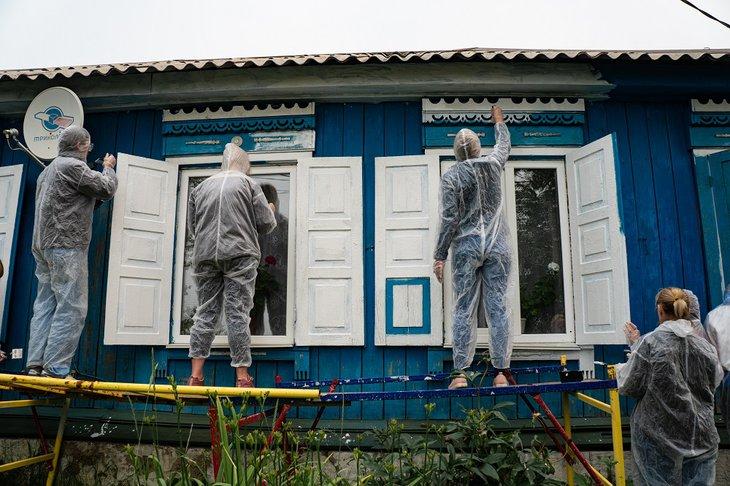 Волонтеры обновили фасады четырех домов. Автор фото — Лали Янкевич