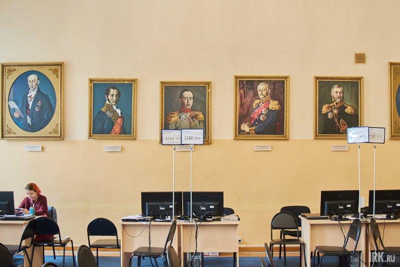 Сегодня зал приемов украшают портреты генерал-губернаторов