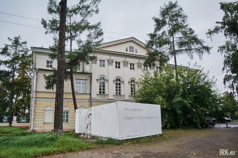 Несмотря на то что здание неоднократно перестраивалось, внешний облик дома остался практически в первозданном виде, особенно со стороны бульвара Гагарина