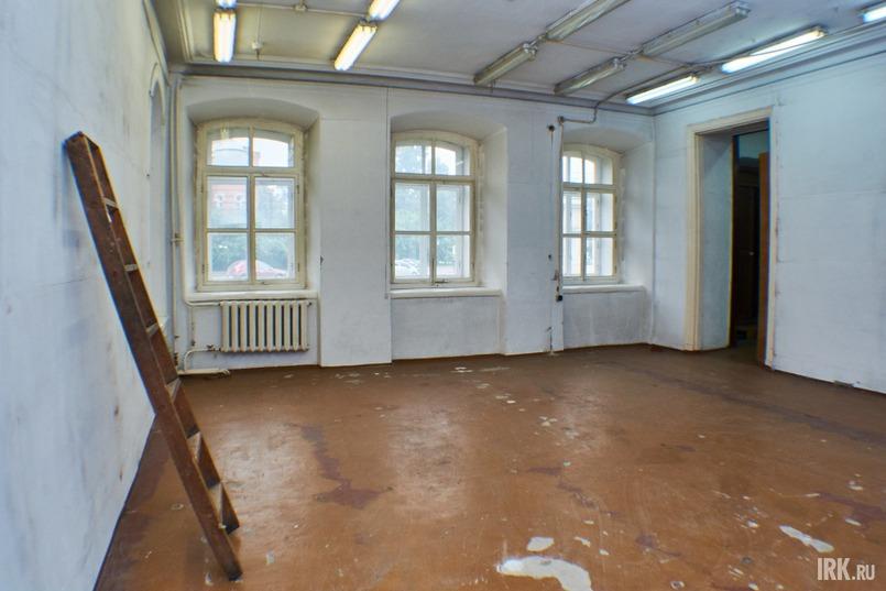 По сохранившимся документам можно предположить, что на первом этаже располагались хозяйственные помещения, кухня, спальня и детские