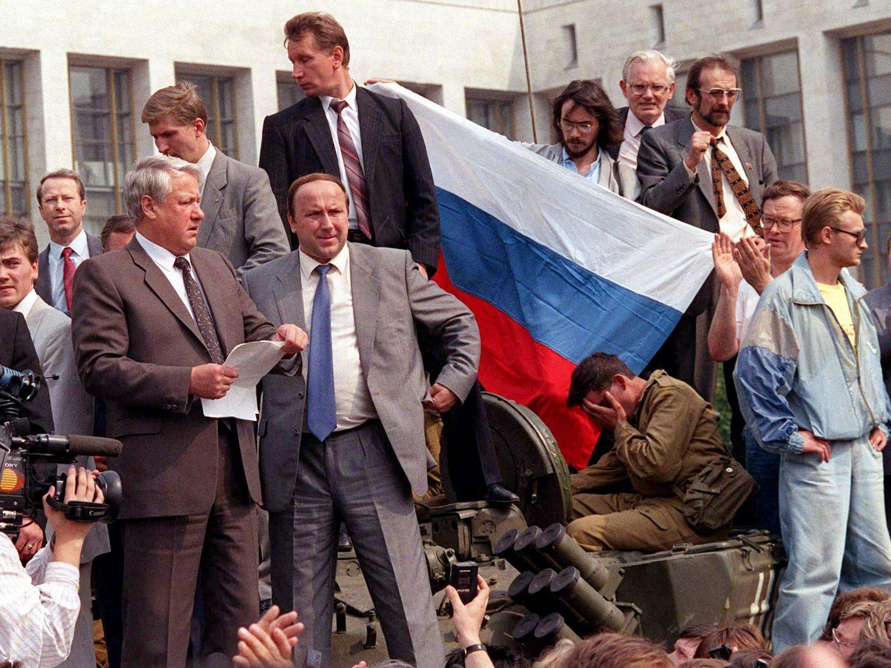 Августовский путч, Москва. Фото с сайта www.vatnikstan.ru
