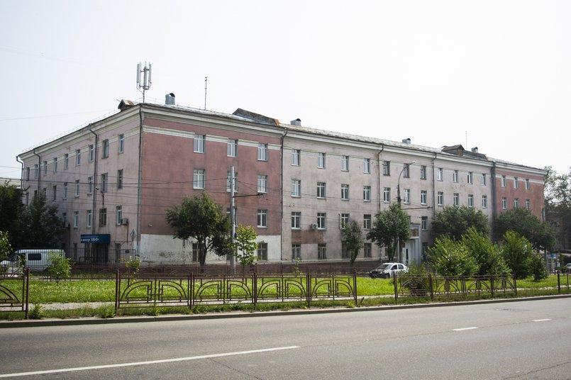 Поликлиника №11 находится в здании на Лермонтова