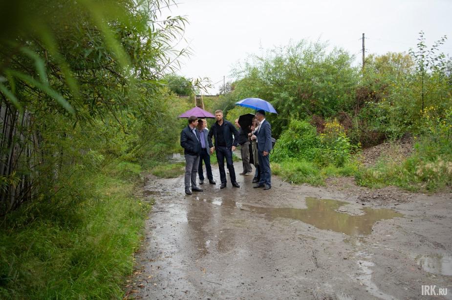 Спикер думы Евгений Стекачёв и представители администрации посетили улицу Аргунова по обращениям жителей.