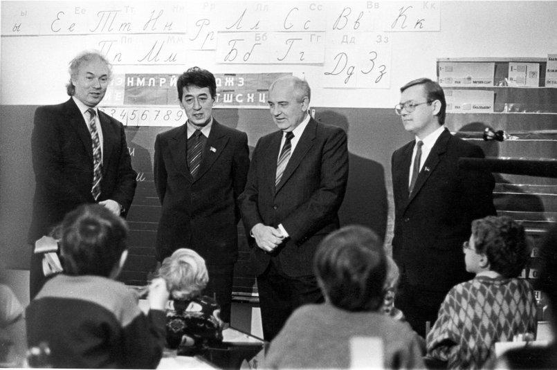 Горбачев в иркутском лицее (ноябрь 1991 года)
