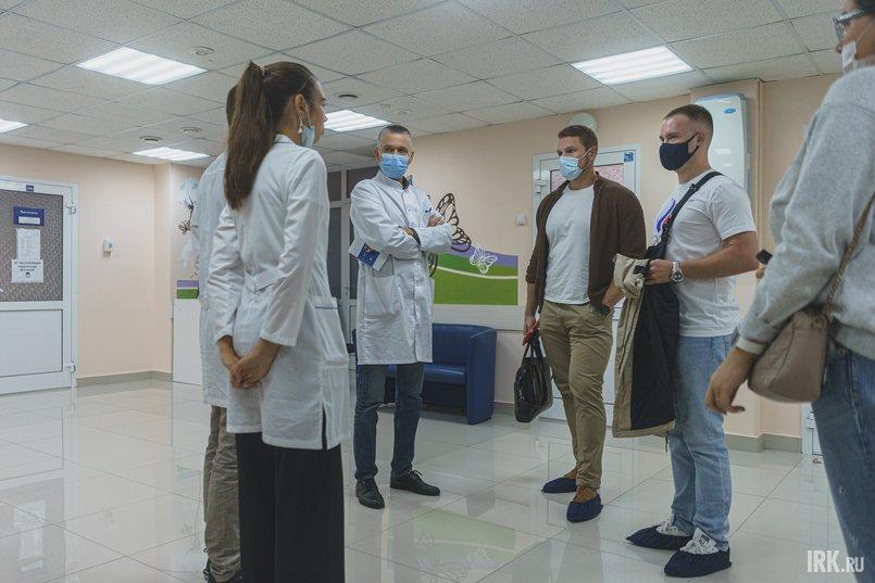 Знаменитые иркутские спортсмены приехали в Центр СПИД, чтобы сдать кровь на ВИЧ