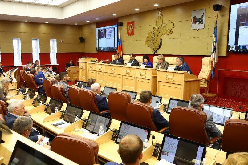 22 сентября на сессии депутаты Законодательного собрания приняли отчет губернатора Игоря Кобзева о результатах деятельности правительства