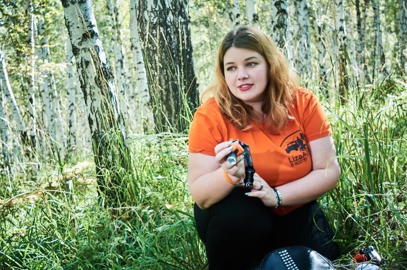 Ирина показывает вещи, которые нужно обязательно взять с собой в лес