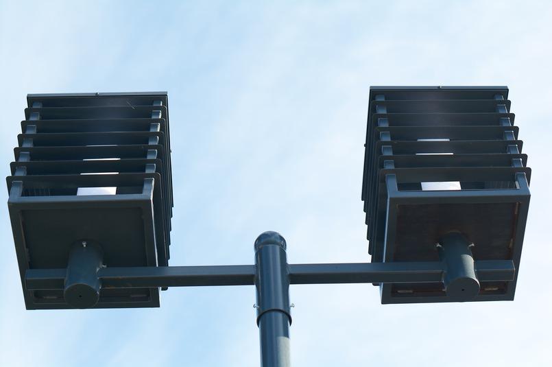 На верхнем ярусе уже установили новые светильник — они ярче и мощнее