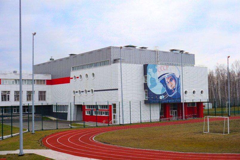 Школа в Молодежном построена по типовому проекту, разработанному институтом