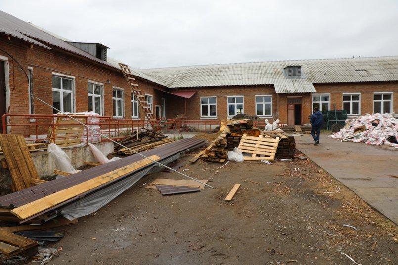 В этом году на ремонт Уриковской школы было выделено 10 миллионов рублей, но этого недостаточно, чтобы закончить работы