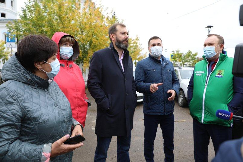 Александр Ведерников заявил, что при корректировке областного бюджета 2021 года Уриковская школа должна быть включена в реестр на получение дополнительного субсидирования