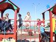 Самая большая площадка в Карлуке радует ребятишек.