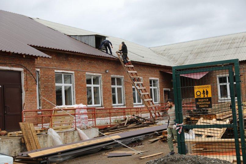 Подрядчик, ремонтирующий школу в селе Урик, готов закончить все основные работы до конца года при наличии финансирования