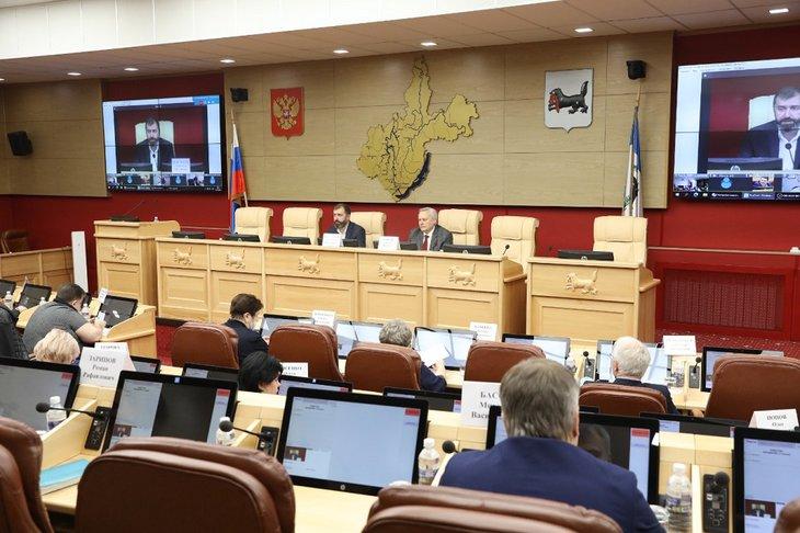 В зале заседания Законодательного собрания Иркутской области. Фото предоставлено пресс-службой областного парламента