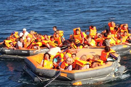 Эвакуированные пассажиры. Фото Ильи Филиппенко