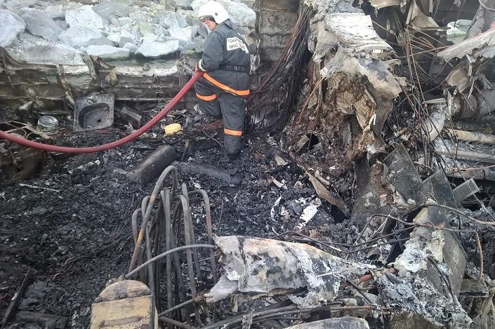 Сгоревший теплоход. Фото ГУ МЧС России по Иркутской области
