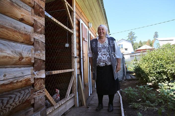 Галина Александровна показывает домашнее хозяйство
