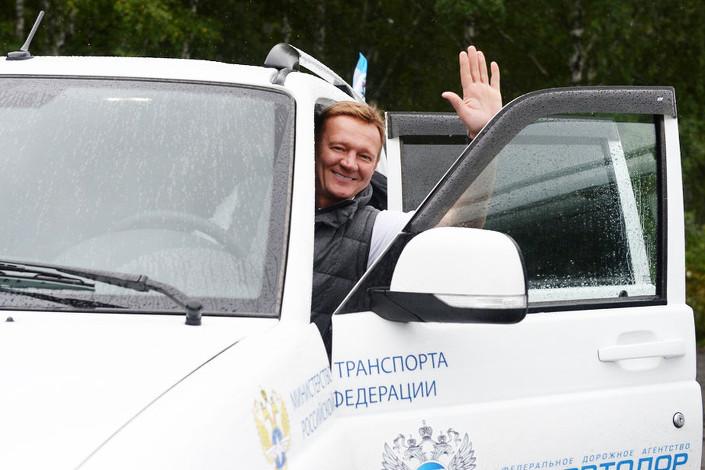 Роман Старовойт во время автопробега. Фото rosavtodor.ru