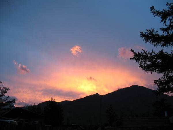 Закат над Саянами. Фото В.Моисеевой