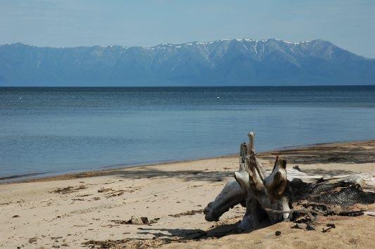 Баргузинский залив с видом на Святой нос. Фото с сайта www.automarket.su. Автор — Василий Ларин