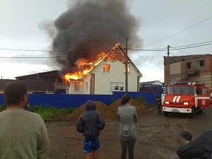 На месте пожара. Фото очевидца Ильи Аксенова
