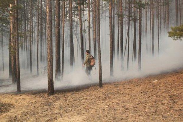 На тушении. Фото ГУ МЧС России по Иркутской области