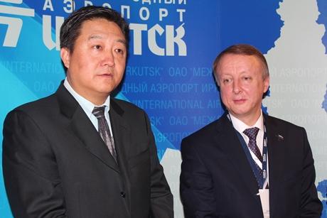 Вэй Ксинмин и Владимир Никифоров. Фото ИА «Иркутск онлайн»