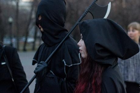 Шествие тьмы в 2013 году. Фото из группы мероприятия «ВКонтакте»