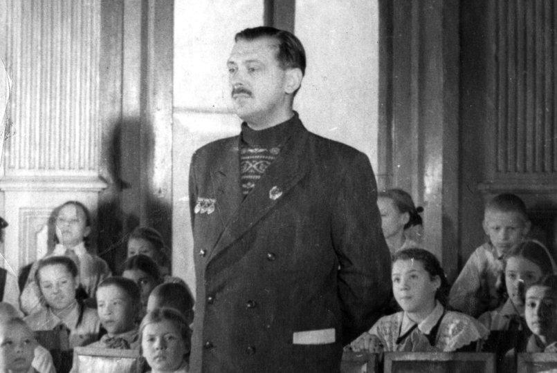 В 1952 году, в дни празднования 15-летия дворца, в нем побывал писатель Сергей Михалков. Фото с сайта www.ddut-irk.ru