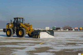 Снегоуборочная техника в аэропорту Иркутска. Фото ИА «Иркутск онлайн»