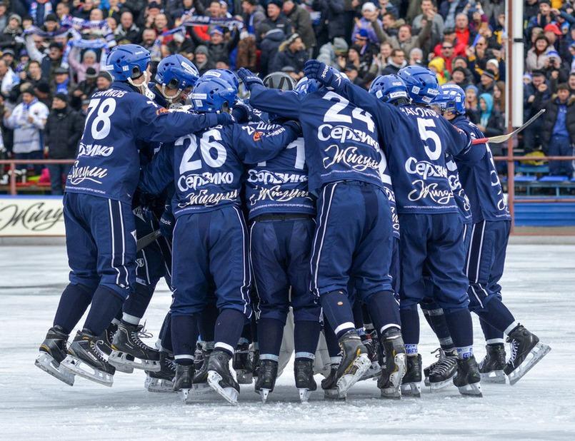 Победные объятия бело-синих! Автор фото — Юрий Назыров