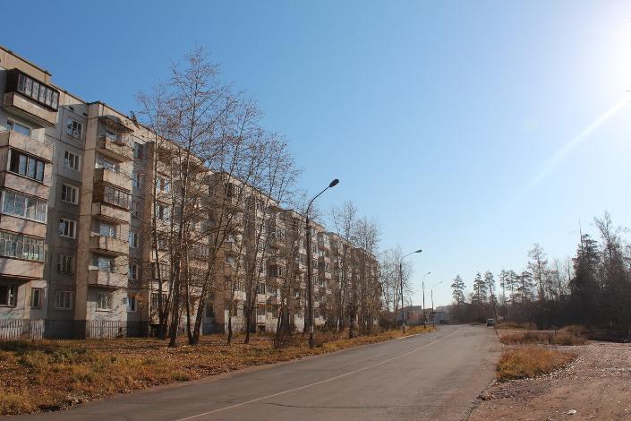 Квартиры в домах через дорогу от нового здания бюро упали в цене