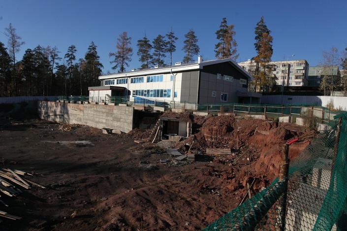 Строительство остальных корпусов комплекса продолжается.  Автор фото — Геннадий Тарасков