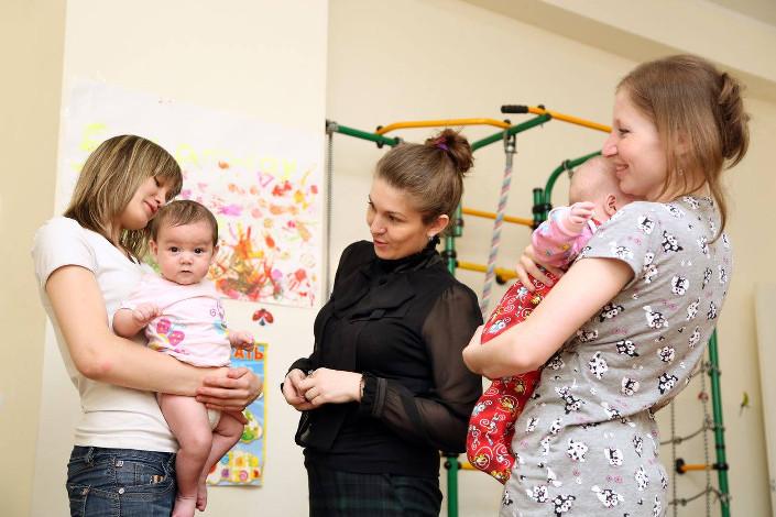 Наталья Кузнецова с жительницами центра «Мария»